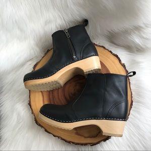 Scandic handmade leather side zip clogs LIKE NEW